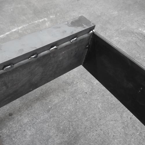 Torsion-resistant machine beds