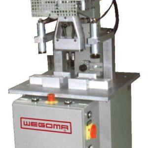 Fenster-Profile bohren automatisch mit der WEGOMA Ständerbohranlage SBA1T für Kunststoff-, Aluminium- und Stahlprofile mit Stahlverstärkung